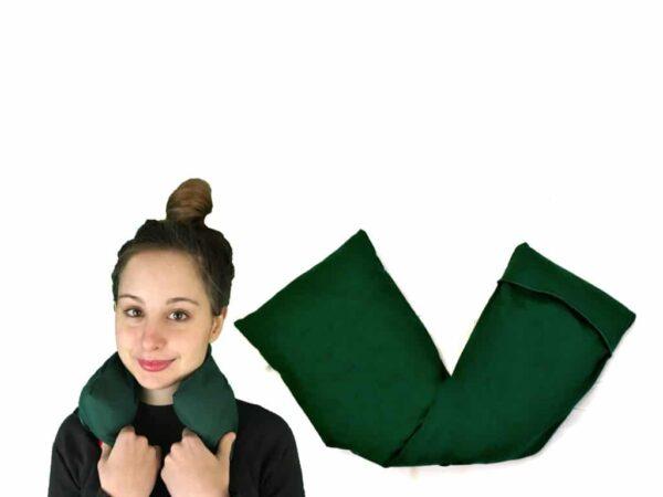 cojín verde con modelo